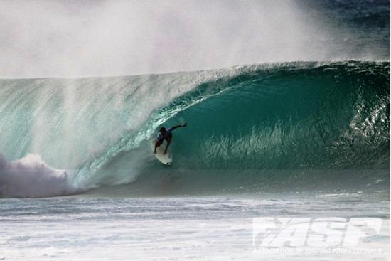 Rogue Mag Surf - Perrow Wins Billabong Pipe Masters, Florence Takes Vans Triple Crown