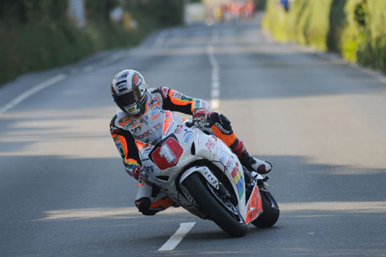 Rogue Mag Motorsport - John McGuinness close to Joey Dunlop's record with Superstock TT race victory