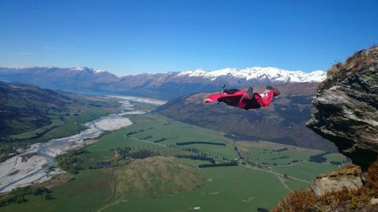 Roue Mag Action Sports -  Dan Vicary First Wingsuit Descent of Lovers Leap NZ